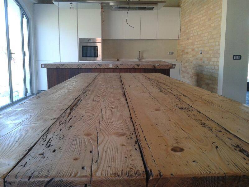 Da un trave a un tavolotavolo in legnolegnoeoltre