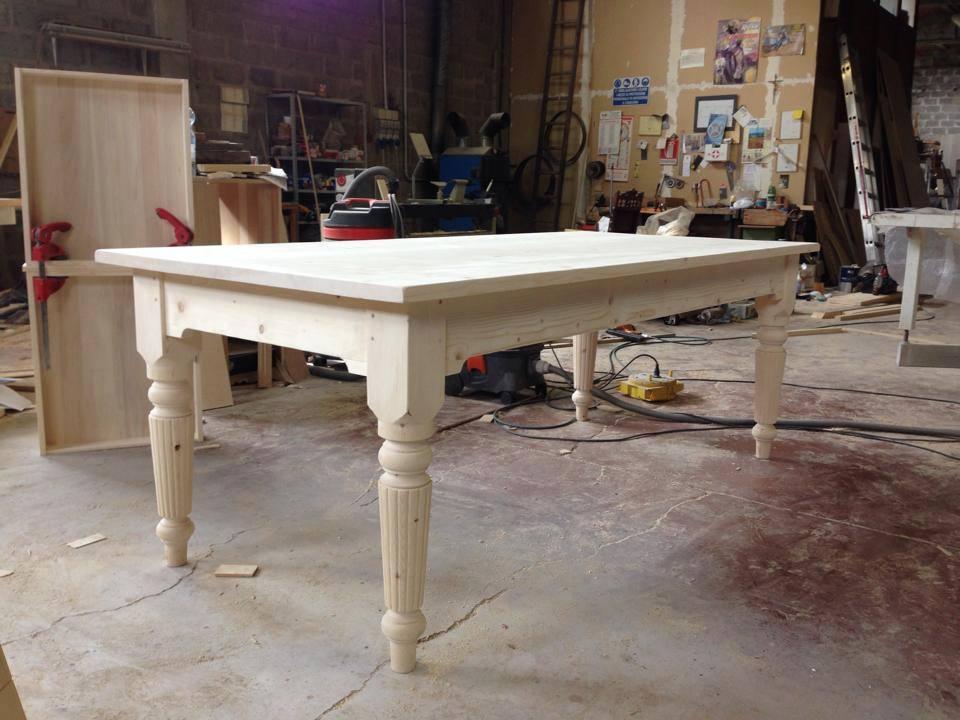 tavolo con gamba tornita