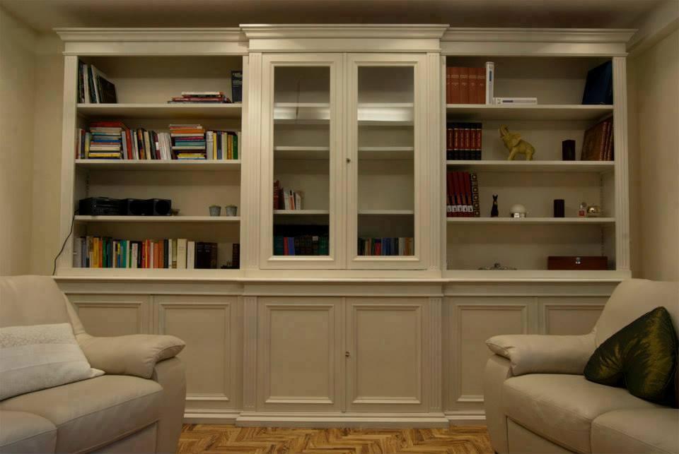 Librerie in legno su misura librerie artigianali legnoeoltre for Libreria a muro bianca