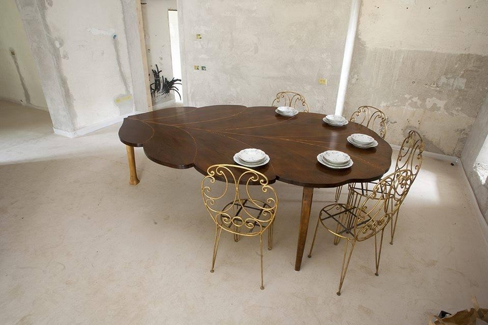 tavolo a forma di foglia