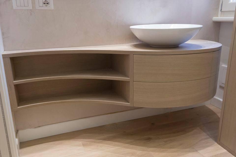 Mobili bagno su misura mobili bagno in legno legnoeoltre - Mobili porta asciugamani bagno ...