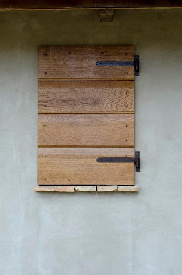 finestra in castagno