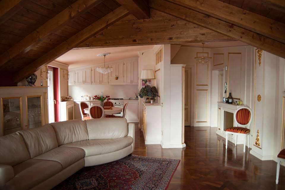 Mansarda da abitare arredamento mansarda legnoeoltre for Arredamento salone