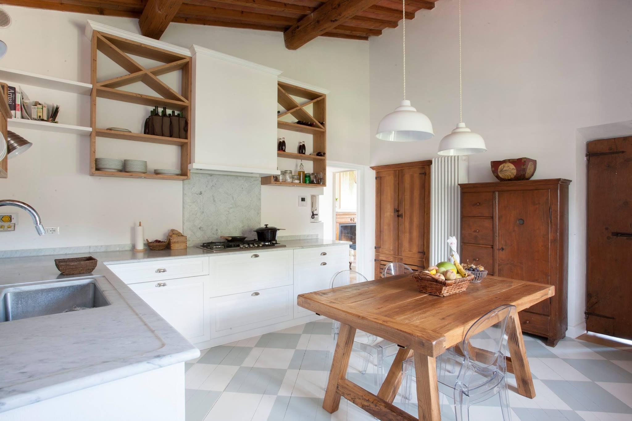 Cicina su misura cucina in legno legnoeoltre for Arredamento rustico ikea