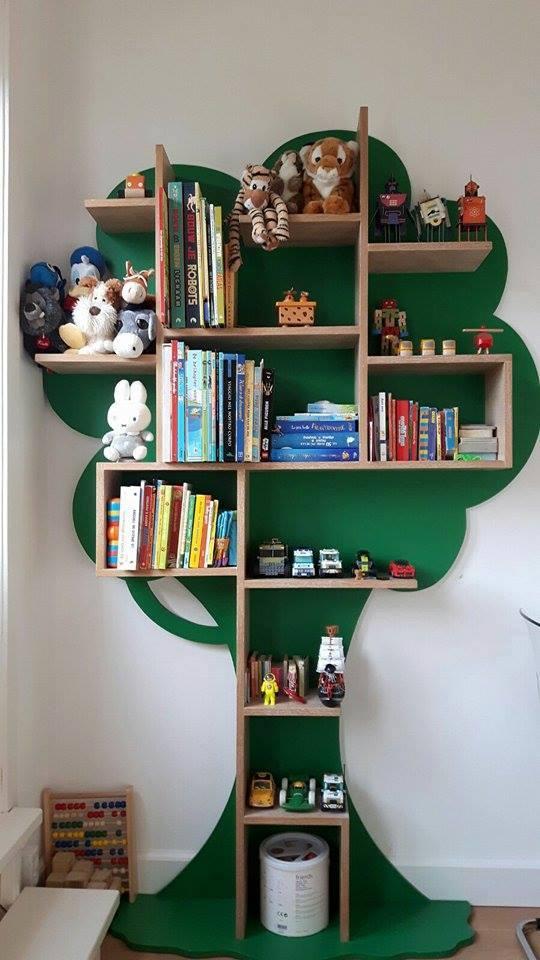 Libreria a forma di albero Milano