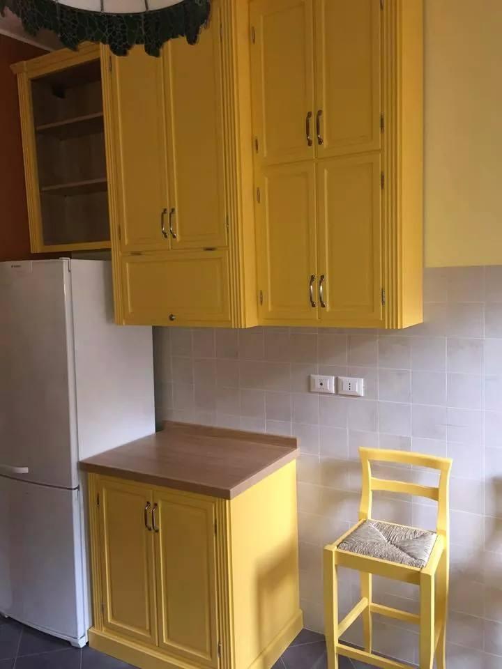 Cucina in giallo su misura (6)