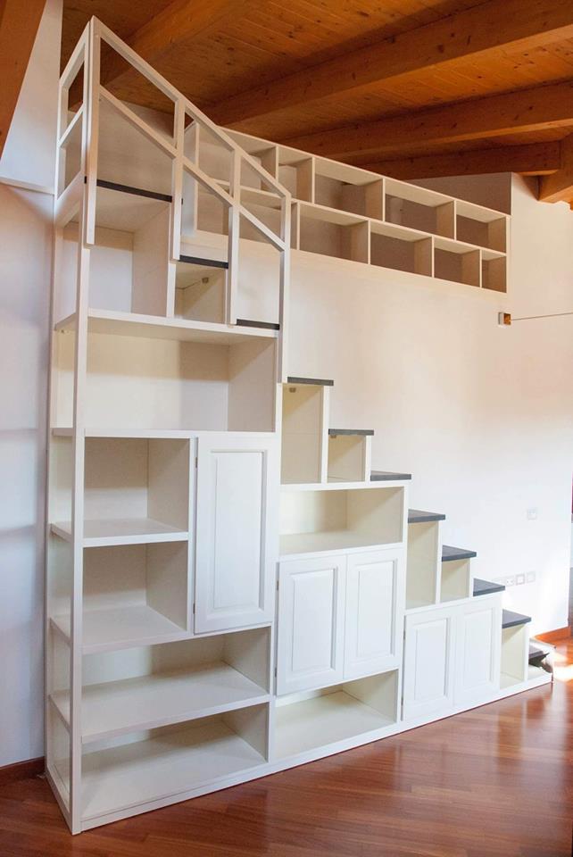 Scala libreria su misura scala artigianale in legno for Scala per libreria