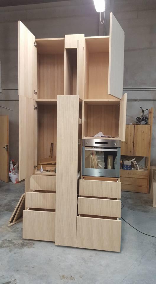Dspensa per cucina attrezzata con ampi spazi da attrezzare con ripiani mobili per adattarsi a qualsiasi esigenza di altezza.