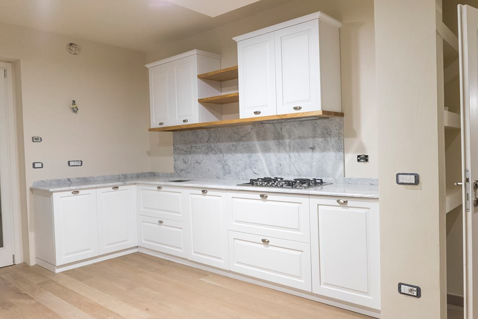 Cucina rovere marmo di carrara cucina su misura legnoeoltre - Marmo in cucina ...