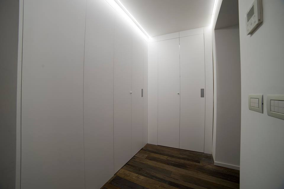 cabina armadio con pareti di accesso Roma