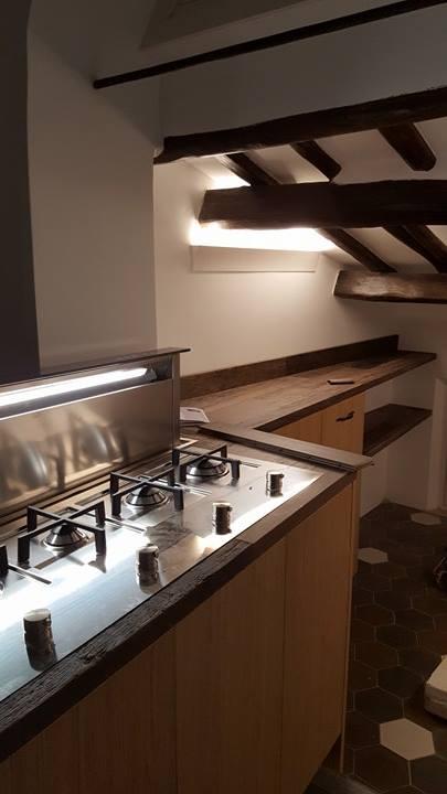 Cucina moderna rovere e legno di recupero cucina moderna for Cucina moderna altezza