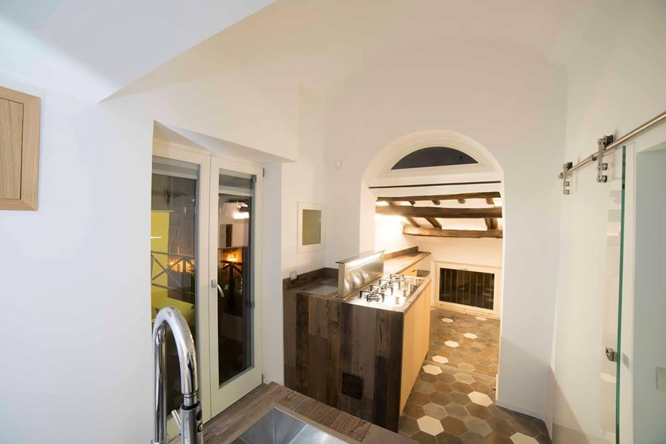 cucina moderna rovere e legno di recupero legnoeoltre.