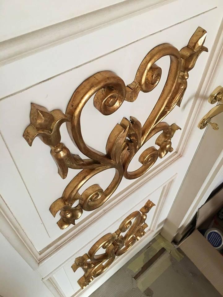 Fregi dorati per porta classica (2)