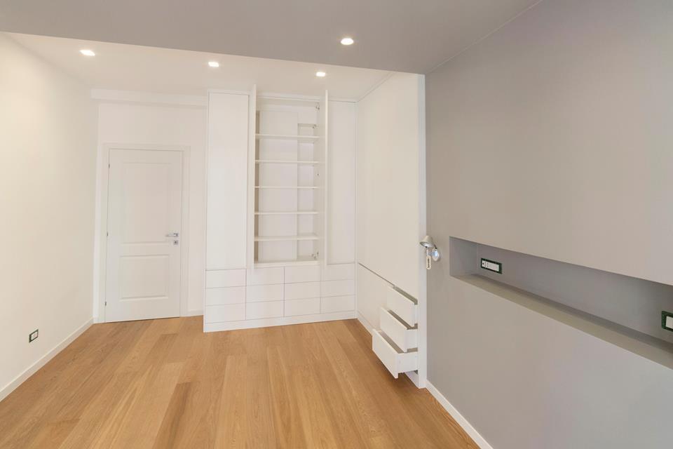 Cassettiere e ripiani armadi camera da letto. legnoeoltre