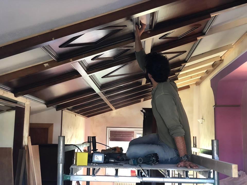 Montaggio soffitto a cassettoni.