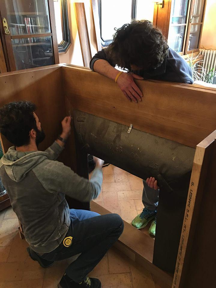 montaggio libreria boiserie-legnoeoltre