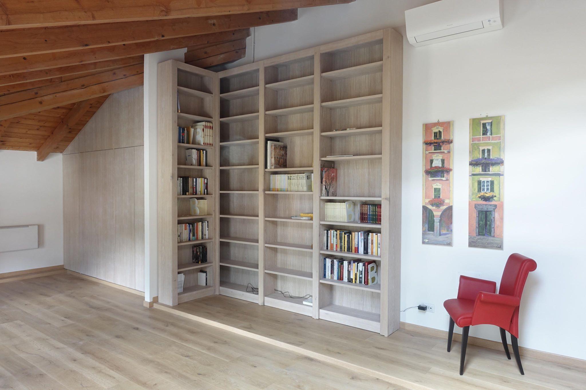Armadio e libreria soggiorno mansardato|mansarda|lgnoeoltre