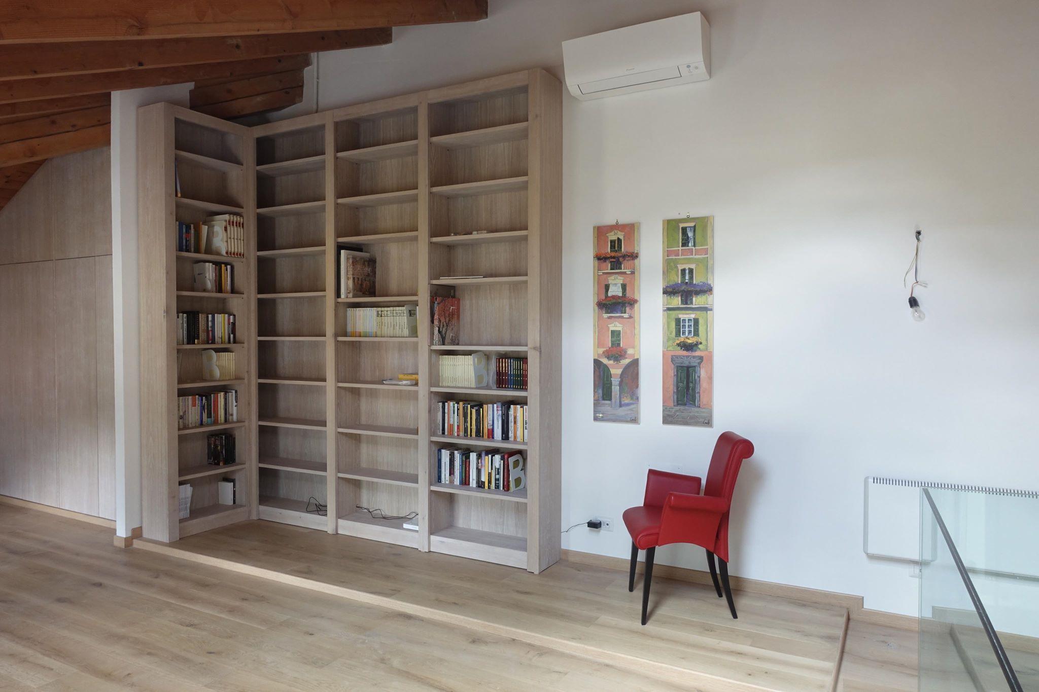 Armadio e libreria soggiorno mansardato mansarda lgnoeoltre