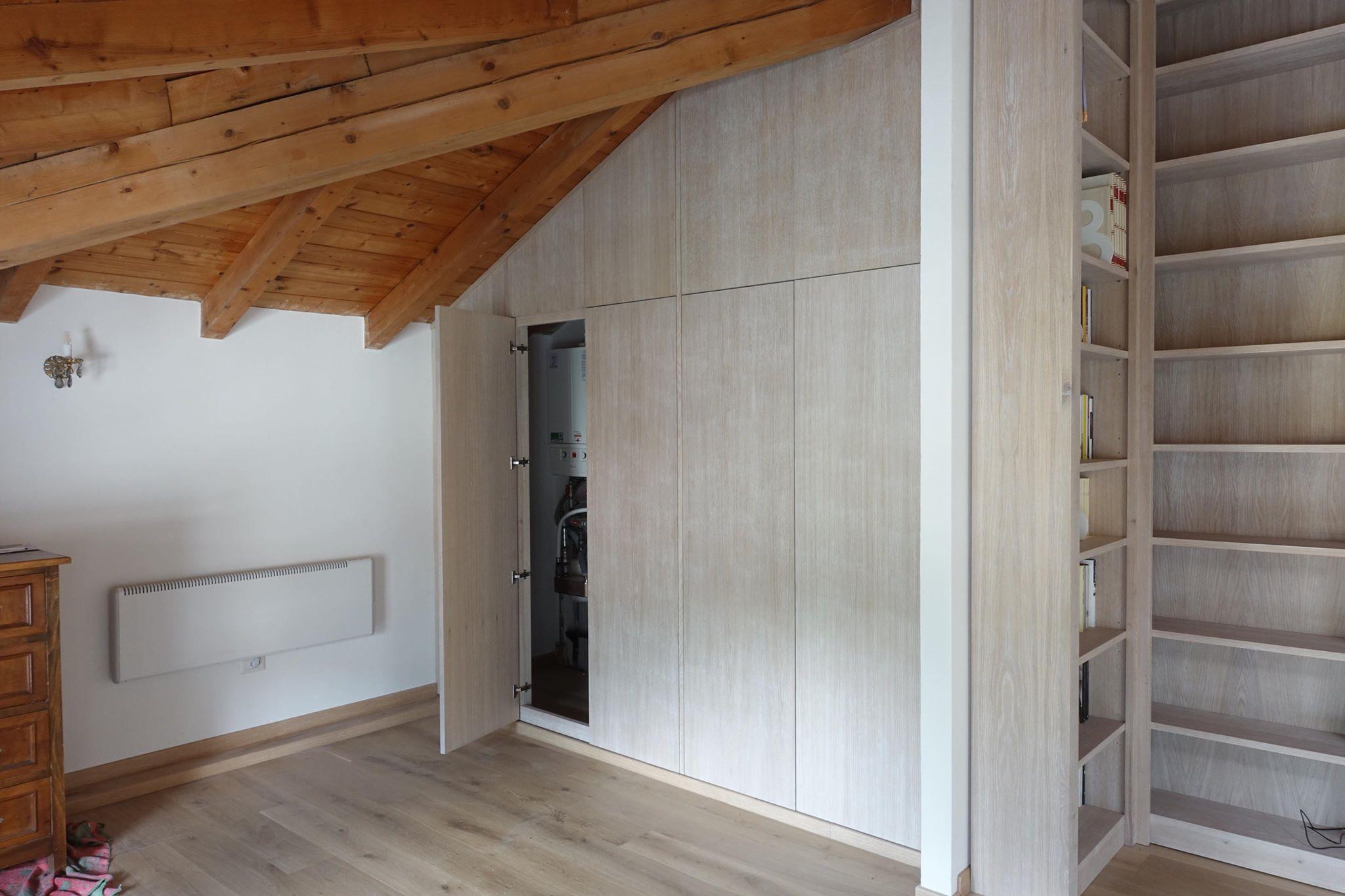 Armadio e libreria soggiorno mansardato mansarda lgnoeoltre - Armadio per soggiorno ...