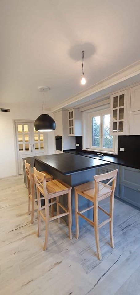 Cucina grigio e bianco opaco